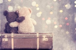 Zitate über Freundschaft - Zwei Teddybären umarmen sich.