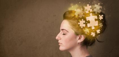 Kopf mit Puzzleteilen