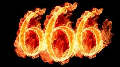 Zahl 666 in Flammen