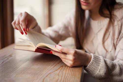 4 Bücher, die gegen Liebeskummer helfen