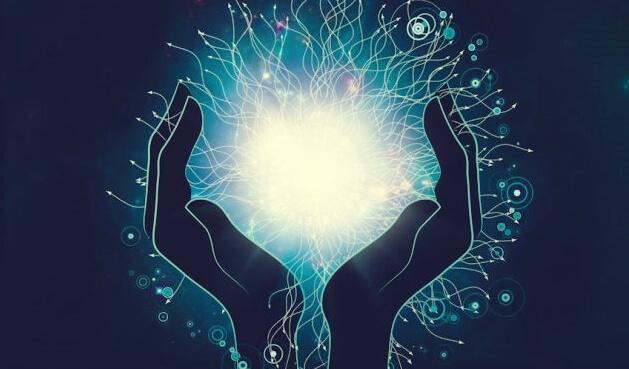 Neuro-Linguistische-Programmierung - Hände umfassen ein starkes Licht