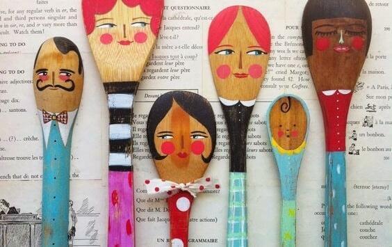 Löffel in verschiedenen Größen mit Gesichtern