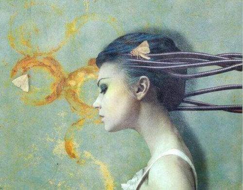 Frau, vor schmutziger Wand und Motten