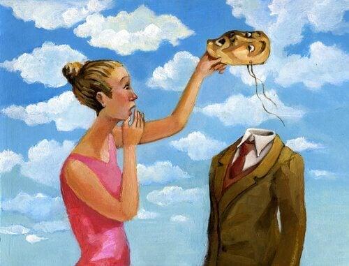 Eine Frau nimmt ihrem Partner die Maske ab und entdeckt dahinter nur Leere.