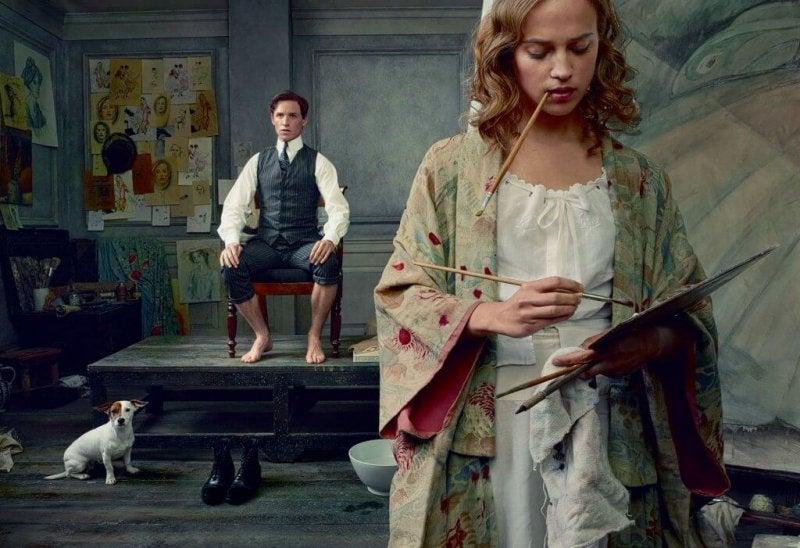 Frau malt ein Gemälde