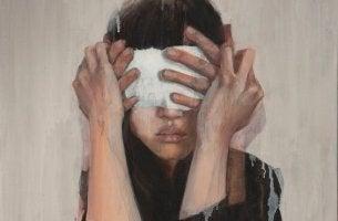Blindheit in Liebesdingen - Frau mit verbundenen Augen