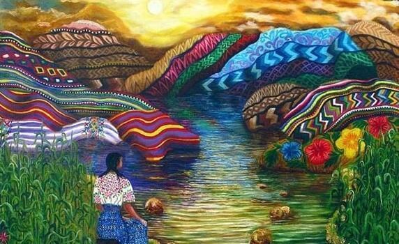 Frau schaut auf bunte Berge
