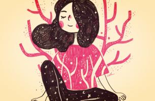 Die Macht von Worten - glückliche Frau hört mit geschlossenen Augen zu