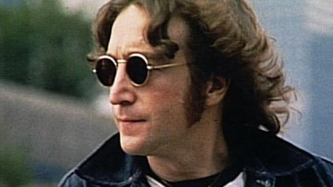 John Lennon mit Sonnenbrille