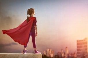 Meine Superheldin - Mädchen in rotem Superhelden-Umhang