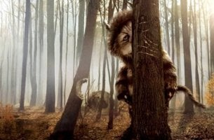 Wo die Monster leben - Monster hinter Baum
