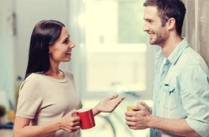 Paar führt ein positives Gespräch