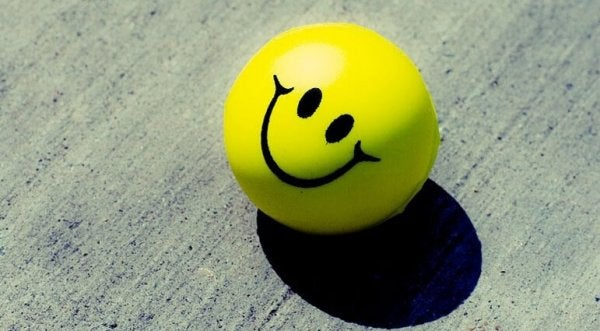 Gelber Ball mit Smiley-Face