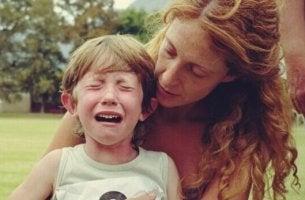 Nervöses Kind beruhigen - weinendes Kind