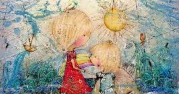 Zwei kleine Mädchen spielen.