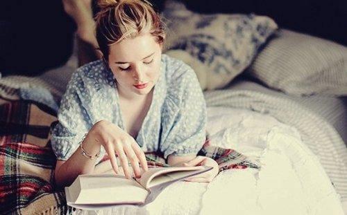 Lesen vor dem Schlafengehen: Eine Gewohnheit, die dein Gehirn lieben wird