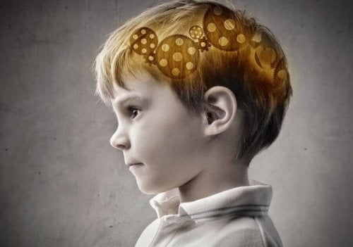 Junge mit Zahnrädern im Kopf