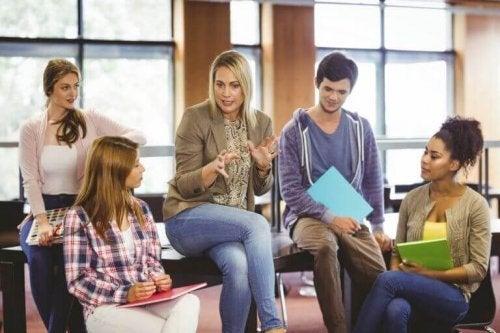 Schulpsychologe im Gespräch