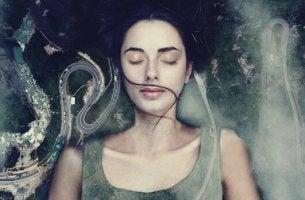 Eine Frau schläft im Tumult. Ist es Faulheit oder Angst?