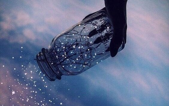 Flasche mit Kristallen