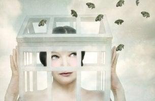 Selbstsabotage - Frau im Käfig