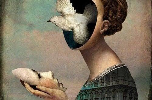 Frau nimmt Maske ab und ein Vogel fliegt aus ihrem Kopf