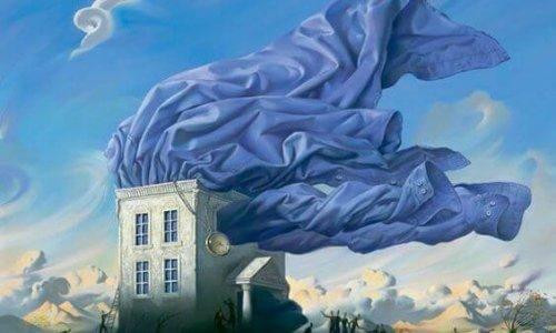 Aus einem Haus flattert ein blaues Hemd heraus. Weitere surrealistische Elemente sind eine Uhr und Wolkenspiele.