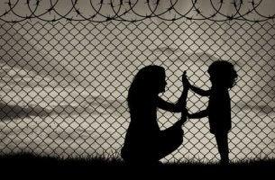 Drama der Flüchtlinge - Mutter und Kind auf der Flucht