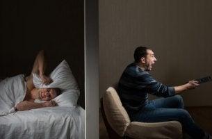 Nervige Nachbarn können uns den Schlaf rauben.