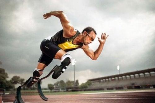 Sprinter mit zwei Prothesen