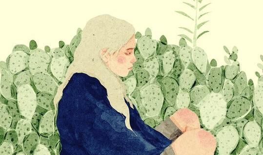 Traurige blonde Frau sitzt vor Kakteen