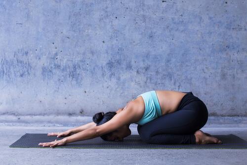 Yoga-Haltung des Kindes