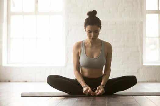 6 Yoga-Übungen zur Linderung von Rückenschmerzen