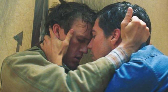 Szene aus Borkeback Mountain, in der sich zwei Männer küssen wollen