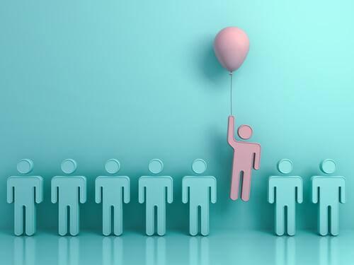 7 Männchen in Blau, 1 Männchen in Rosa mit Luftballon