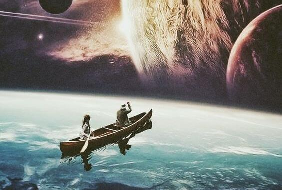 Paar fährt in einem kleinen Boot in Richtung Planeten