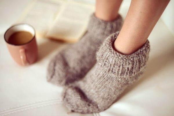 Dicke Socken und ein Heißgetränk