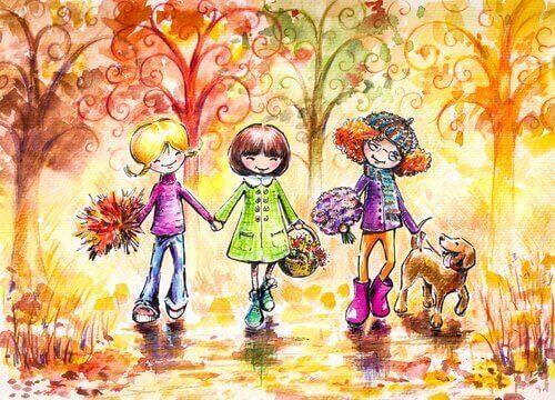 Drei Freunde spazieren im Park