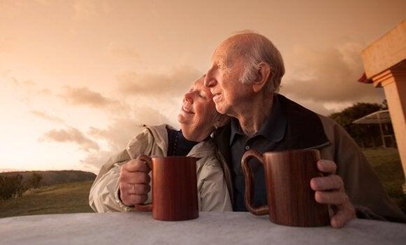 Durch ein gesundes Altern können neue Beziehungen entstehen