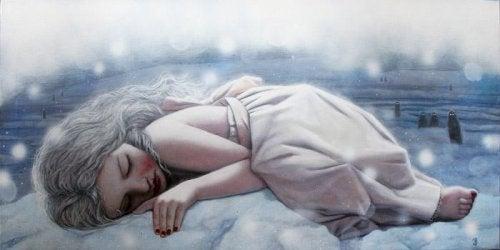 Zeichnung eines Mädchens, das zusammengekauert auf einem Haufen Schnee liegt.