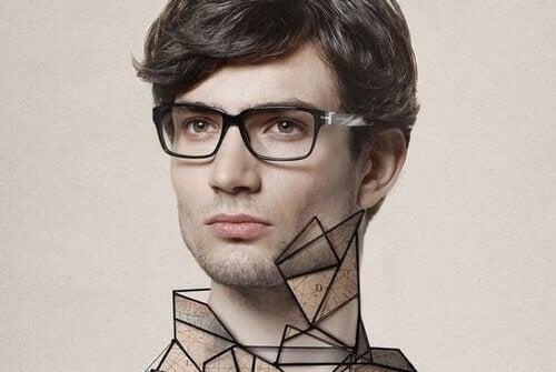 Ein junger Mann mit Brille