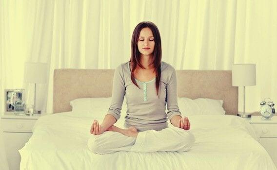 Diese Entspannungstechniken helfen dir, besser zu schlafen