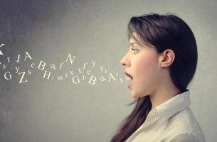 Was der Tonfall kommuniziert - Eine Frau spricht Buchstaben