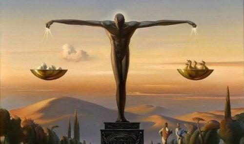 Eine Statue, die Gerechtigkeit symbolisiert