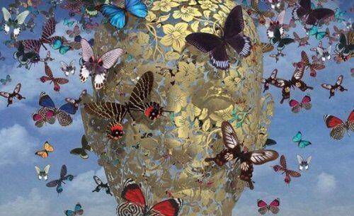 Eine Zeichnung eines Gesichts aus Blumen, das mit Schmetterlingen bedeckt ist.