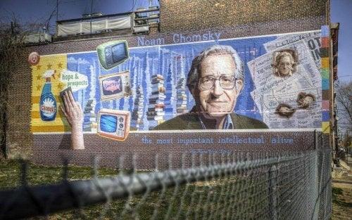 Graffiti von Chomsky an einer Gebäudewand