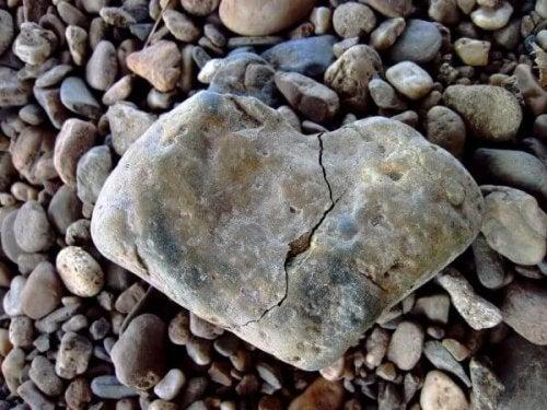 Gebrochener Stein