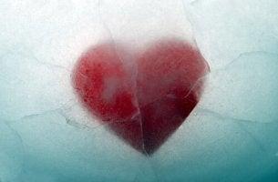 Emotional unzulängliche Menschen - Herz in Eis