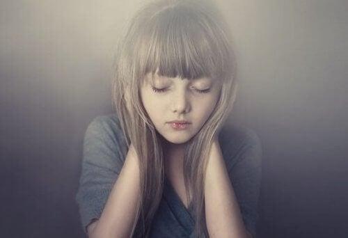 Mädchen mit geschlossenen Augen