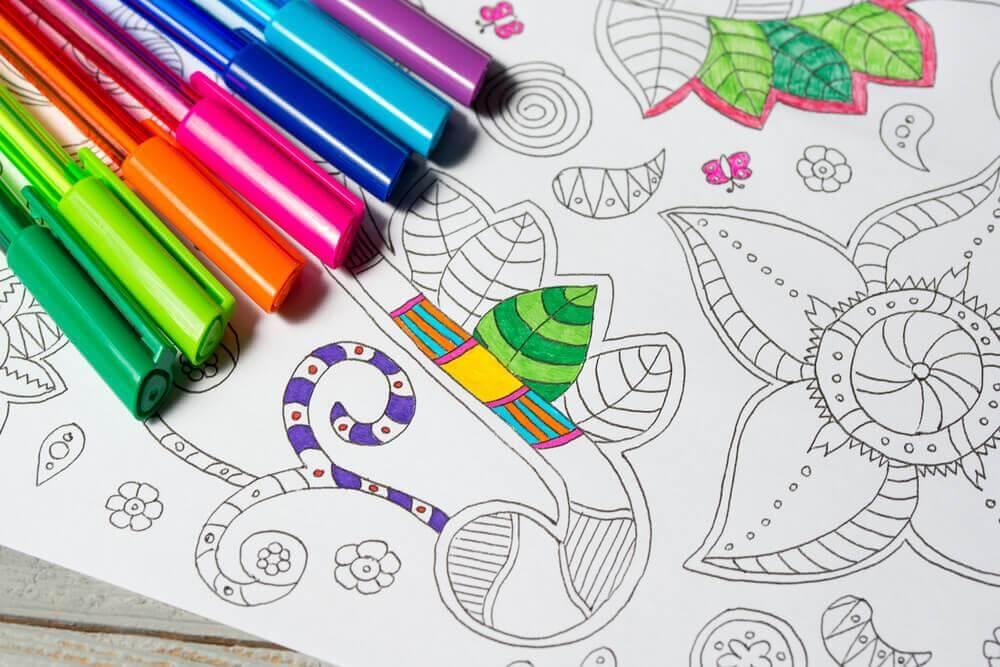 Mandala und Farbstifte